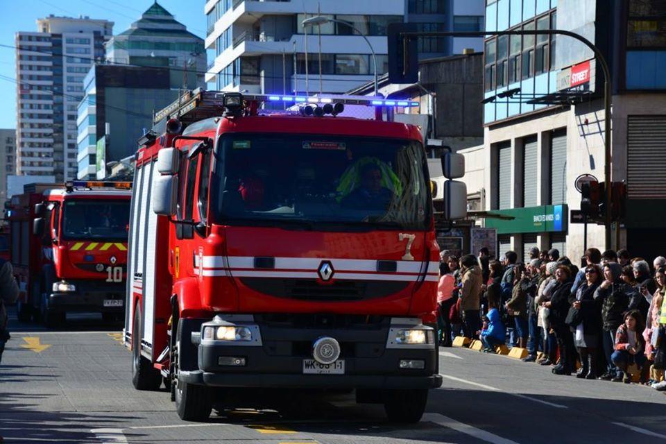 Carro de bomberos en desfile