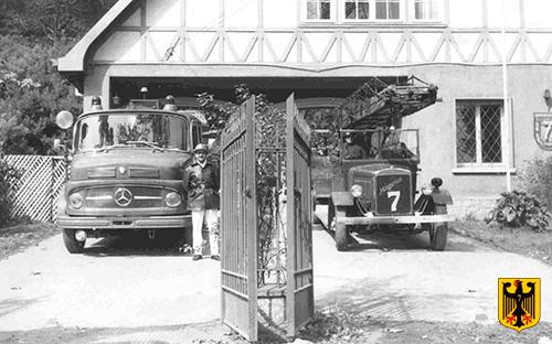 Carro M. Benz 1969 con cuartelero E. Pery y carro telescópico.